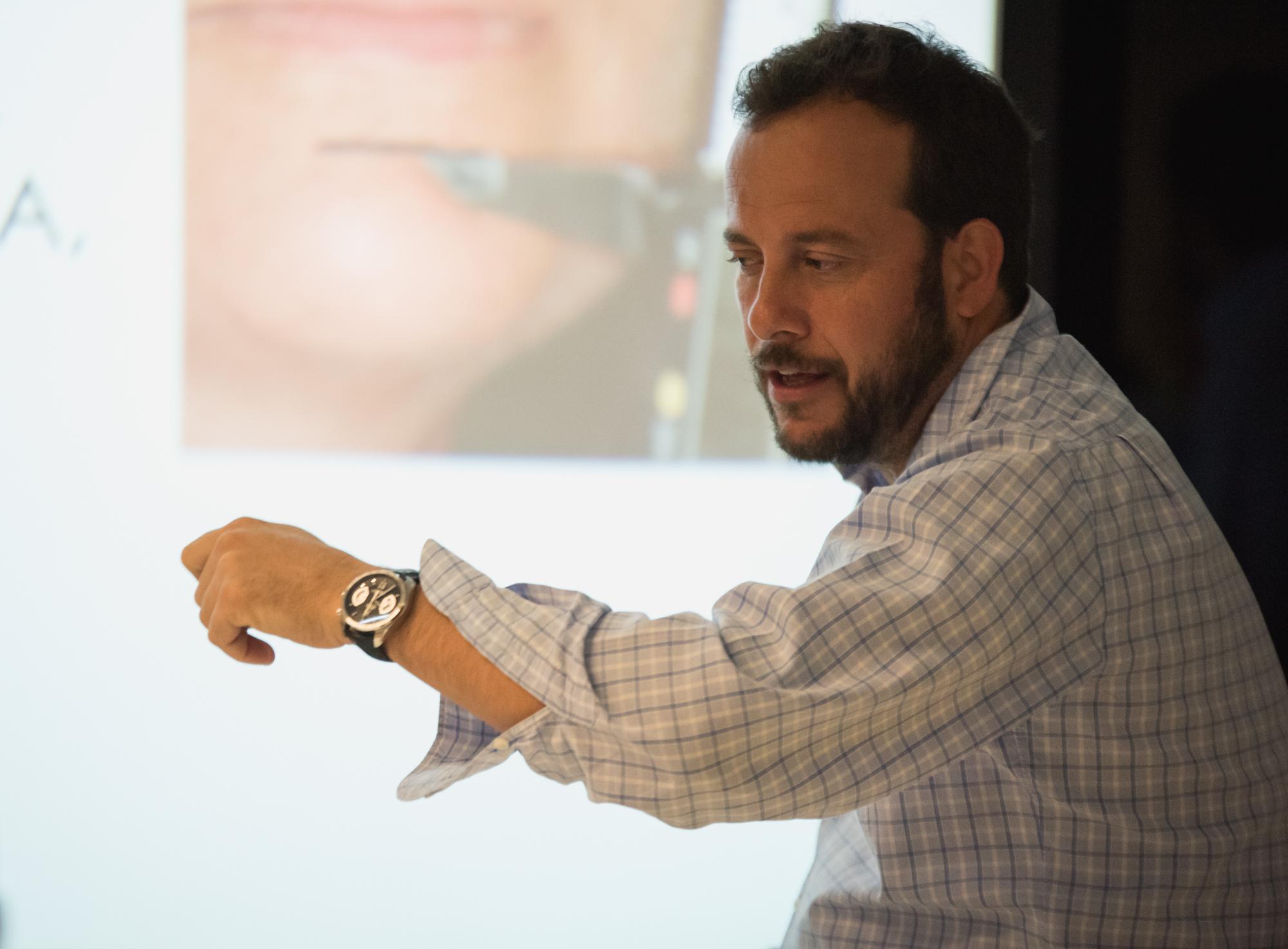 El Dr. Pablo Avilés en el curso de Función Inmediata Bixamilar en Maxilares Atróficos All On 4