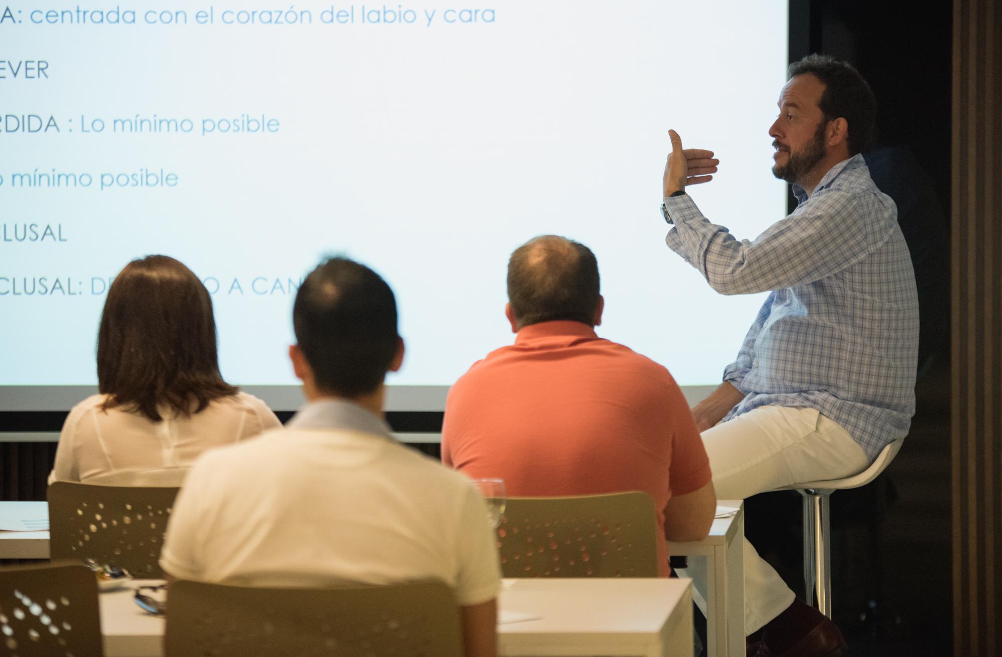 Pablo Avilés en el Curso de Función Inmediata Bixamilar en Maxilares Atróficos All On 4